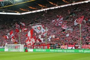 Stimmungsvolle Kulisse gegen Leipzig vor allem auf der Westtribüne (© thof 2015)