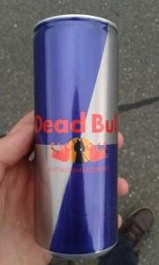"""...und im Kleinen - """"Dead Bull Antikommerzdrink"""" (Quelle: Facebook - FCK Fans)"""