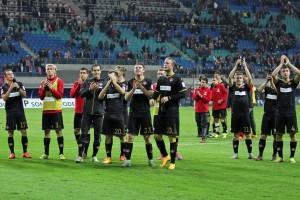 Das Team nach dem Remis in der Vorrunde. Jungs, seh zu, dass es am Montag drei Punkte werden (Quelle: www.der-betze-brennt.de)