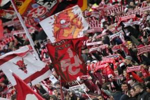 Optimistisch - die Fans wittern die Chance zum Wiederaufsteig © thof