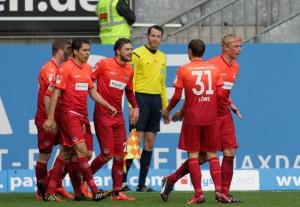 Glücklich - Mateusz Klich durfte sich über sein Startelfdebüt, eine Torvorlage und den Treffer zum 3:0 freuen © thof