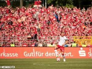 """...war hinten wieder eine Bank. Möglich, dass es sein letztes FCK-Spiel war. Kommende Woche """"gelb-gesperrt"""". Quelle: www.der-betze-brennt.de"""