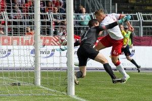 Die Führung auf dem Fuß, aber nur Außennetz, Willi Orban.... Quelle: www.der-betze-brennt.de