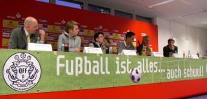 Podiumsdiskussion im Presseraum des 1.FCK (©gros)