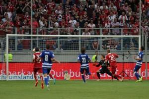 Kacper Przybylko erzielt das 1:0 für den 1.FCK (Quelle DBB)