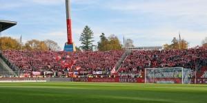 Gut gefüllt. Rund 4.500 Fans folgten dem FCK  in den Wildpark (Quelle dbb.de)