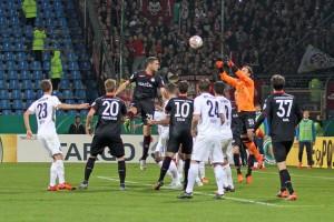 Stipe Vucur beim Kopfball (Quelle: www.der-betze-brennt.de)
