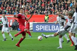 Vielbeinige St.Pauli-Defensive (www.der-betze-brennt.de)