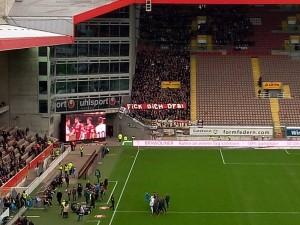 St.Pauli Fans mit klaren Worten (©MP)
