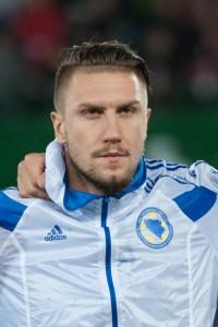 Prominenter Flüchtling: Ermin Bičakčić im bosnischen National-Dress. Kam als Kind vom Balkan nach Deutschland, spielte in Stuttgart und Braunschweig, jetzt in Hoffenheim.