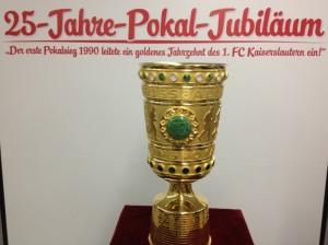 Der Pokal von 1990 (©mg)