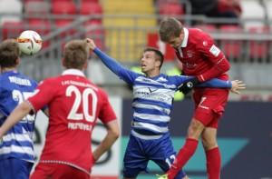 Maurice Deville köpft zum 1:0 für den FCK (©thof)