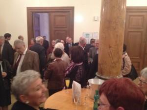 Einige hundert Gäste, Freunde, langjährige Wegbegleiter kamen gestern in die Fruchthalle (Foto: mg)