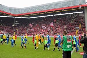 Nur 21.646 Zuschauer verfolgten die gestrige Partie (Foto: www.der-betze-brennt.de)