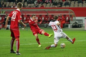 Entschlossen - Marcel Gaus erzielt das 2:0 für den FCK (Foto: www.der-betze-brennt.de)