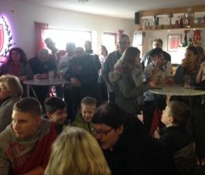 Bis auf den letzten Platz gefüllt, das Clubheim des Fanclubs Westkurve 80 Waldsee e.V. (©mg)