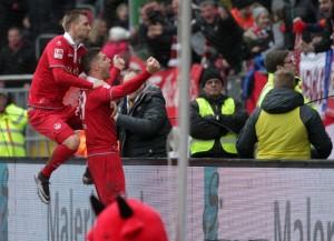 Jubel nach der 2:1 Führung, Kacper Przybyylko und Torschütze Stipe Vucuer (©thof)