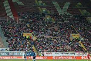 Ticket-Aktion für Schulen sorgte für ungewohnte Tonlagen von der Osttribüne (Foto: www.der-betze-brennt.de)