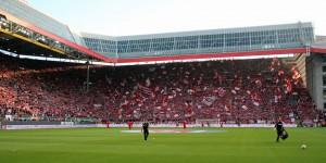 Imposant! Ausverkaufte Hütte gegen Hoffenheim in der Relegation (Foto: www.der-betze-brennt.de)