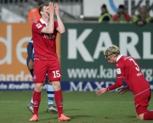 Sinnbild für das Spiel gegen die Löwen, Jon Dadi Bödvarsson, Tim Heubach. Der FCK verlor 0:1 (Foto: Thomas Füssler)