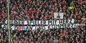 """Spruchband """"Lieber Spieler mit Herz als Orban und Kommerz"""" (Foto: www.der-betze-brennt.de)"""