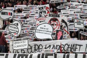 Deutlicher Protest gegen das Fußball-Projekt aus Leipzig (Foto: Thomas Füssler)