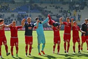 Leipzig kann kommen, Dank der mannschaft an die mitgereisten Fans (Foto: www.der-betze-brennt.de)