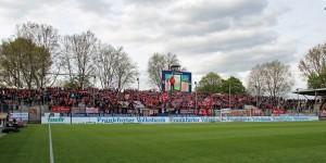 Stattliche Kulisse. Mehr als 3.000 FCK-Fans mit dabei in Frankfurt (Foto: www.der-betze-brennt.de)