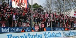 Nach dem Abpfiff Party bei den Fans... (Foto: www.der-betze-brennt.de)