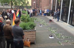 Mehr als 70 Menschen kamen zur Gedenkfeier an die Stiftskirche (Foto: mg)