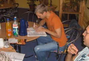 Unser Ideengeber und Initiator aus Hamburg bei der Unterzeichnung der Satzung (Foto: qd)