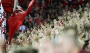 Auf den Rängen erstligareife Leistung. Über 40.000 waren zum Saisonauftakt da! (Foto: Thomas Füssler)