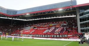 """Tolle Choreographie der Westkurve vor dem Spiel! """"Wir leben für unseren Verein"""" (Foto: Thomas Füssler)"""
