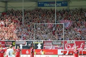 An den Fans liegts nicht, der Support war auch in Sandhausen unermüdlich (Foto: www.der-betze-brennt.de)