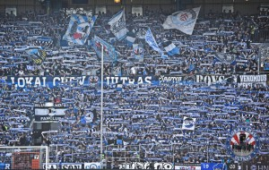 Arminia-Fanblock mit Ultras (Foto: Local Crew)