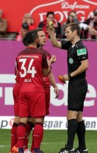 Aufregung nach der Szene im Strafraum, gelb-rot für Marcel Gaus (Foto: Thomas Füssler)