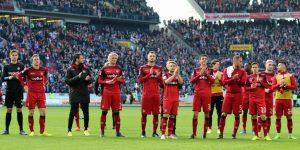 Trotz Niederlage - die Mannschaft bekam vor der Kurve aufmunternden Applaus (Foto: www.der-betze-brennt.de)