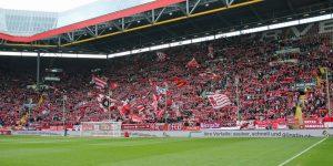 Nur 23.756 Zuschauer kamen gestern, aber die gaben alles (Foto: www.der-betze-brennt.de)