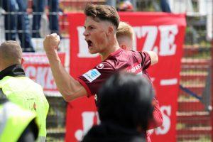 Jubell nach dem zweiten Treffer; Robin Koch und dahiinter Torschütze Sebastian Kerk (Foto: www.der-betze-brennt.de)