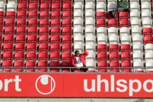 Doch auch am Freitag blieben viele Blöcke im Stadion wieder fast leer (Foto: Thomas Füssler)