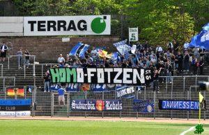 Trierer Fans zeigten in Homburg homophobes Tranparent (Foto: Grenzwertig)