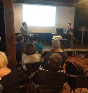 Dialog auf der Bühne, Markus Pfalzgraf (li.) und Philipp Reis (Foto: mg)