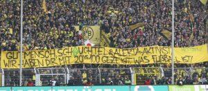 Sexistisches und homophobes Spruchband Der dortmunder Desperados (Foto: Fußball gegen Nazis)