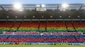 Große Wahrnehmungswirkung. Choreo gegen Homophobie in Mainz (Foto: Meenzelmänner)