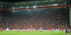 Immerhin 30.768 Besucher kamen zum Flutlichtspiel (Foto: www.der-betze-brennt.de)