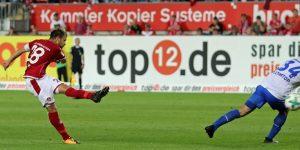 Daniel Halfar hält drauf, der Ball ist unterwegs zum 1:0 (Foto: www.der-betze-brennt.de)