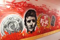 Eines der neuen Wandmotive im Lizenzspielerbereich (Foto: MALTAG, Daniel Ferino)