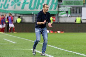 Coachte laut, leidenschaftlich, engagiert, präsent, lebendig, Cheftrainer Jeff Strasser (Foto: www.der-betze-brennt.de)
