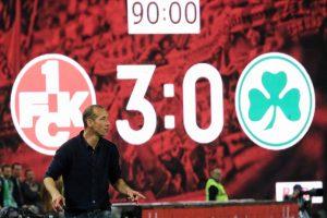 Engagiert an der Seitenlinie bis zum Schlusspfiff, Cheftrainer Jeff Strasser (Foto: www.der-betze-brennt.de)