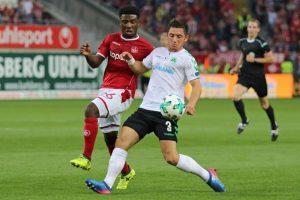 """Offensiv wie defensiv kämpferische und leidenschaftliche Akzente gesetzt, Publikumsliebling """"Manni"""" Osei Kwadwo (Foto: www.der-betze-brennt.de)"""